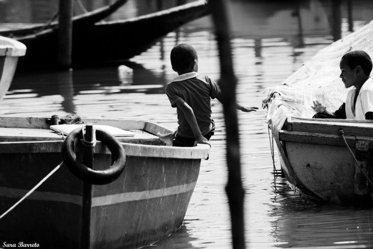A Cumplicidade e o Encontro no mesmo lugar! Cúmplices Canon Black & White Black And White Pretoebranco Bahia/brazil Crianças