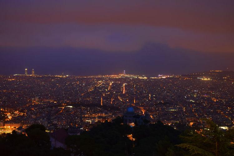 Amazing View City Street Night Lights Nightcitylights BarcelonaNights Seightseeing Travel Destinations Wallpaper Background
