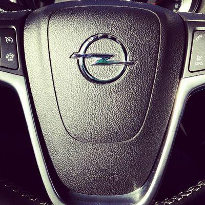 MokkaDay 483: скажите, водители и шоферы, в каких случаях и как часто за недавнее время (пусть, например, год) вы нажимали на клаксон? как относитесь к нервным, кто истерично давит на сигнал в любой дорожной ситуации? опель Мокка опельмокка Opel Mokka Opelmokka MokkaNation