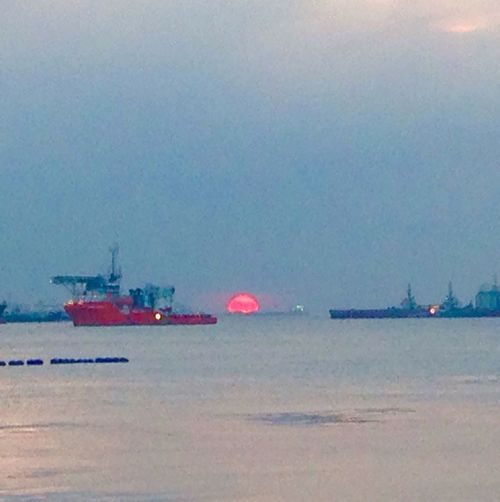 Asian Culture Inside Singapore Enjoying The Sun Thereddot Port Sunset