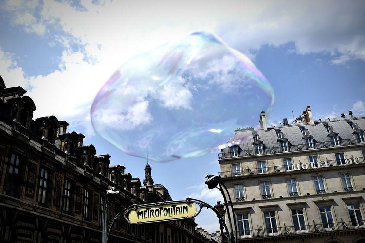 Le Louvre Paris Louvre Museum Louvre Monument Bubble Giant Bubble Floating Float Metro Metro Station Up Close Street Photography