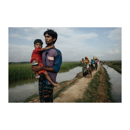 Rohingya people crossing into Bangladesh fleeing a genocide in the hands of Burmese. Cox's Bazar, Bangladesh 2nd November 2017 © Zacharie Rabehi / Agence Le Journal