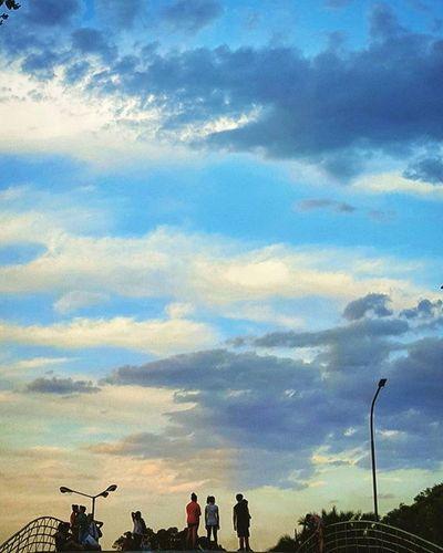 Contemplando la inmensidad. Me imagino a los chicos de Nubesdetuciudad jaja. Buenos fin de semana para tod@s! Buenosaires Argentina_estrella Facultaddederecho Sky Vanillasky Cloudporn Nubes Atardecer Igbsas Ig_argentina Ig_buenosaires Instamoment Instadaily Picoftheday Sundown Atardecer Igcapturesclub Ig_buenosaires Ig_captures Argentina_estrella Bestsunsets World_bestsunset Sunsetporn Sunset_ig sunrise_and_sunsets sunsetsky loves_buenosaires loves_argentina amateurs_shot