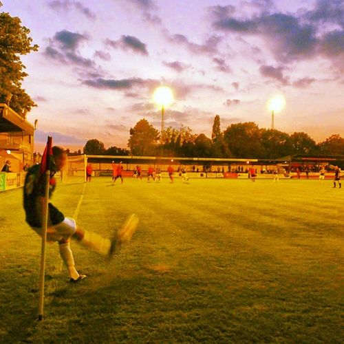 Hampton & Richmond 4 - 6 Leiston Nonleague Grassroots Goalfest Football floodlights dusk