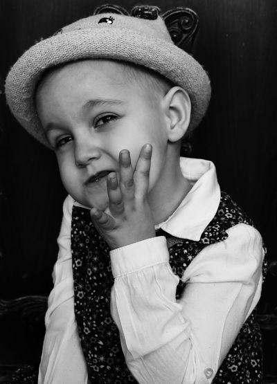 EyeEm Best Shots EyeEm Blackandwhite Black & White Blackandwhite Photography Portrait Child Children Childlife Childhood Siyah&beyaz  Siyahbeyaz Portrait Black Background Child Looking At Camera Young Women Close-up Formal Portrait