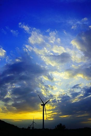Environmental Conservation Fuel And Power Generation Wind Power Wind Turbine Alternative Energy Sunset Silhouette Technology Sky Cloud - Sky Business Finance And Industry Nature No People Social Issues Electricity  Agriculture Outdoors Windmill Industry Rural Scene Nature