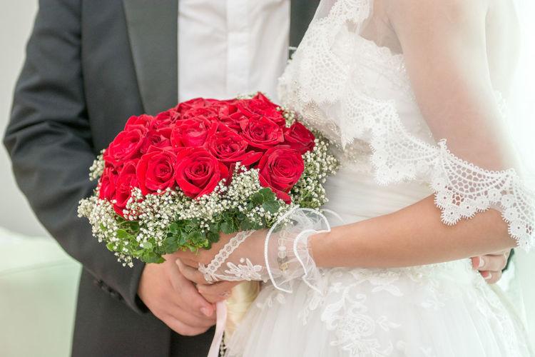 Wedding Red Rose Bridegroom Holding Bride Hand Bride Ceremony Flower Love Married Wedding Wedding Wedding Ceremony Wedding Dress
