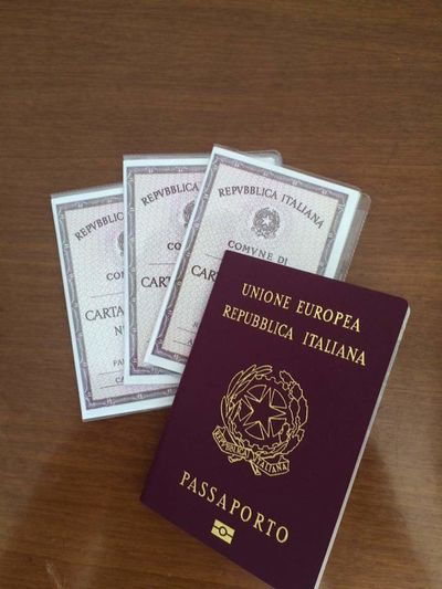 Passaporto Comune Vitta Indoors  Table High Angle View Geometric Shape Passaport Italy Italia Papers Documentos