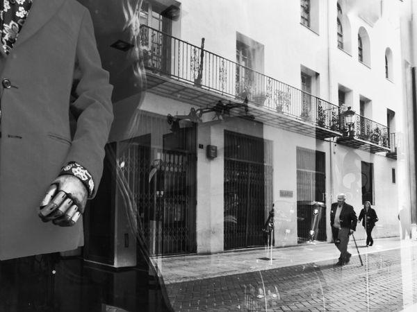 Monochrome Mobilephotography B&w B&w Photo Samsung Galaxy S5 Streetphotography Streetphoto_bw Street Photography Street Reflections