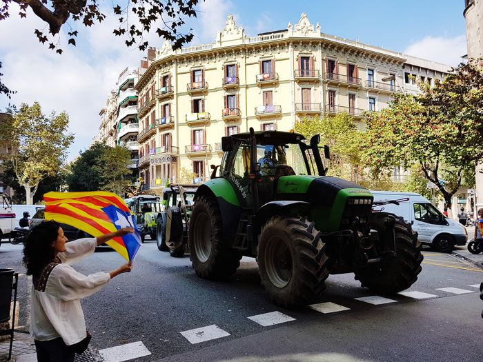 Catalan pride Revolution People Referendum Tractor Catalonia Catalunya Independencia Flag Spaın Building Exterior Built Structure Nature Tree Sky Street Real People Transportation Incidental People Land Vehicle Adult Outdoors One Person The Photojournalist - 2018 EyeEm Awards