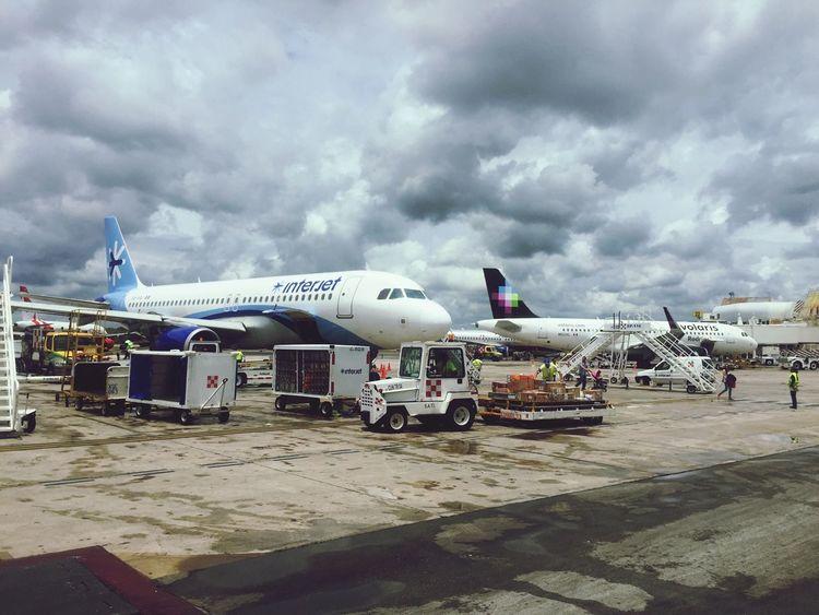 Aeropuerto de Cancún. CancunMexico🌙 Cancun Cancun☀ Vacaciones🌴 Aviones Interjet Aeropuertos Volarismexico