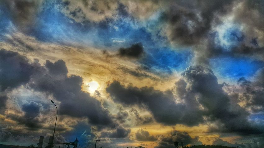 The sky during summer in Bangladesh! Taking PhotosThe Essence Of Summer Sky Summer Summer Views Clouds And Sky Sun Sky Samsung Galaxy Note 4 Outdoors Bangladesh