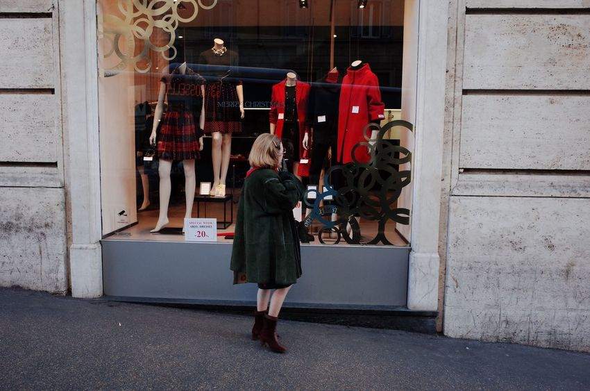 Traveling Home For The Holidays Fashion Shopping Style Italian Woman Made In Italy City Center Shop Window Display Manniquin Lady Skinny Legs Glamour 60s Outdoors Streetphotography