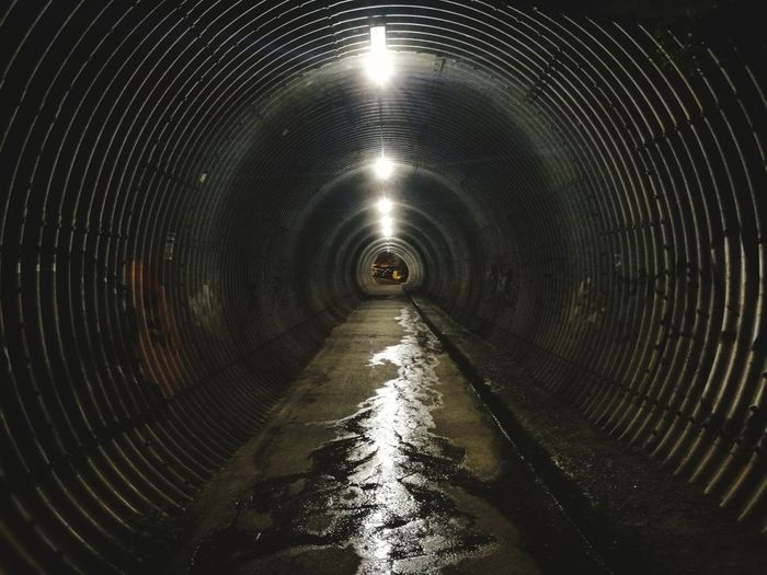 Underground Tunel Underground Dark Cross Subway Suburb Water Concentric Tunnel vanishing point Empty Road The Way Forward Passing Pipe - Tube Light At The End Of The Tunnel Symmetry Passageway