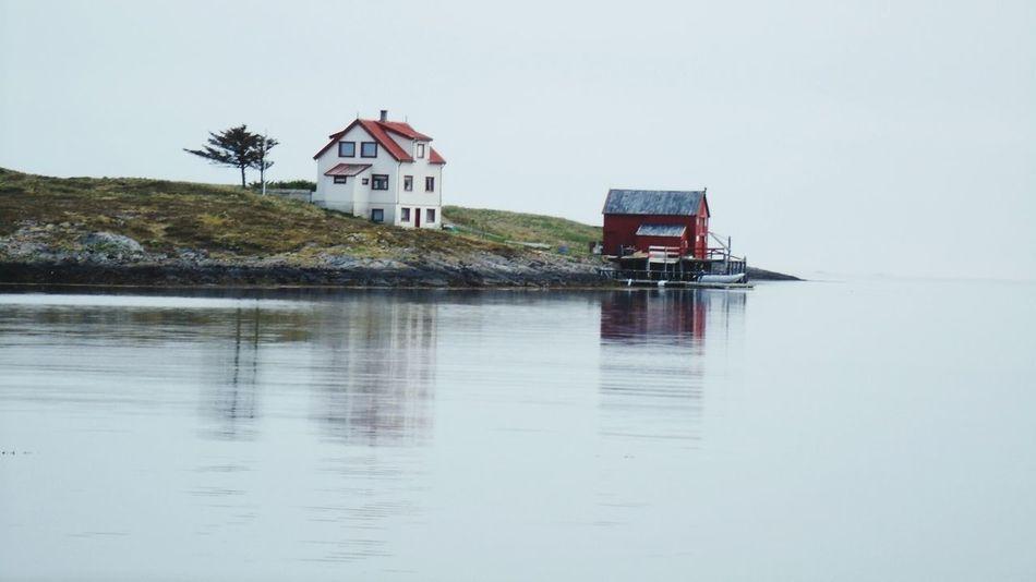 kleine, einsame Insel, weit draußen auf offener See Norway Norge Norwegen Scandinavia Water Norwegian Sea No People Nature Boat Vandve Polarcircle