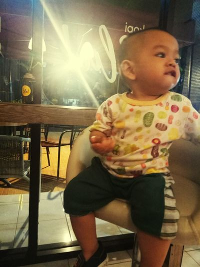 my boss... #mychildren #happylife #coffeetime #baby Mychild Baby Myboss Coffee Time Babyboy Sitting Baby