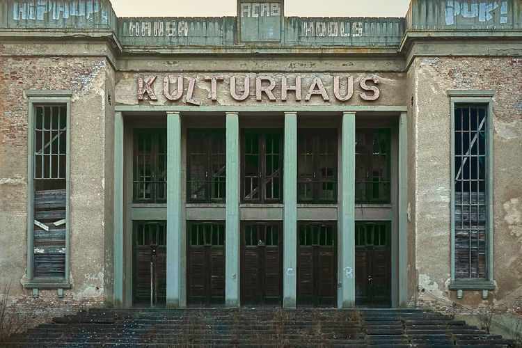 Arch Architecture Building Exterior Built Structure Communication Day Entrance Façade Historic History Kulturhaus No People Outdoors Text Western Script Window Zinnowitz Usedom, Germany Lostplaces Lost Place Lost Places