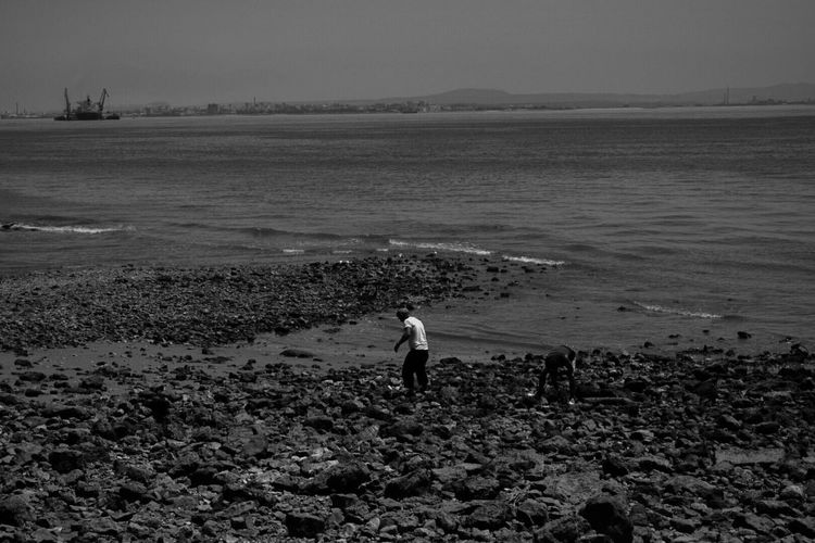 Black & White Blackandwhite Photography Blackandwhite Black Background Black And White Black And White Photography Black&white Blackandwhitephotography Black And White Collection  Beach Portugal Lisbon Sand River Tagus Tranquil Scene Travel Destinations Travel Tranquility Landscape Scenics