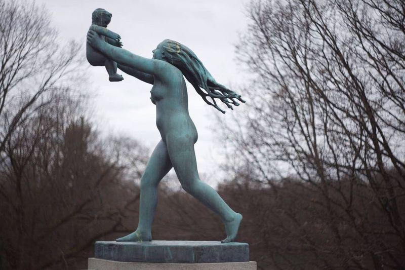 Mother & Child Sculpture EyeEmNewHere Gustav Vigeland The Vigeland Park