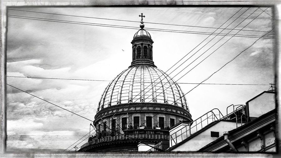 Battle Of The Cities Sankt Petersburg St. Isaac's Cathedral Dome Black And White Cityscape Wire Mash Traveling Sightseeing The Architect - 2017 EyeEm Awards The Graphic City