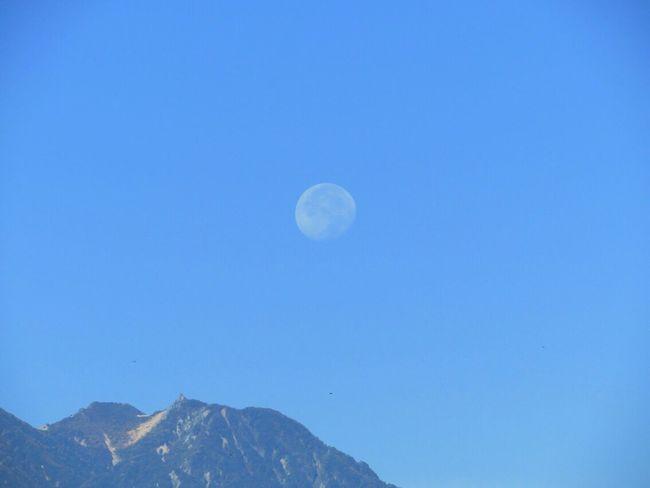 今朝の月✨居待月 月齢 17.7 もうすぐ、寝待月になるかな Good Morning Moon Sky 今朝の月 居待月 月
