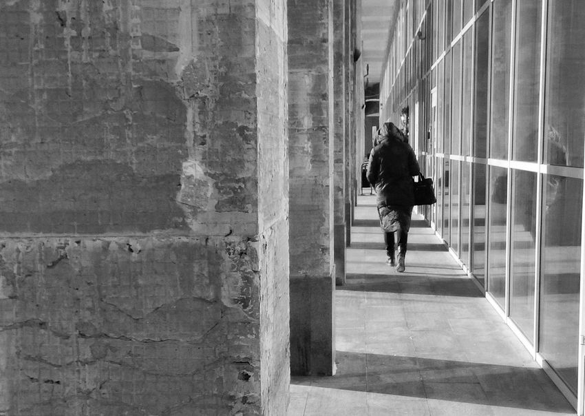 One Person Built Structure Day People Wb Streetphotography Building Exterior Streetphoto_bw