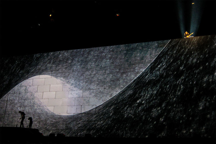 The Wall concert with Roger Waters down left and Snowy White playing guitar solo up right. Comfortablynumb Concert Guitar Guitar Player Music Brings Us Together Roger Waters Silhouette Stockholm Stockholm Globe Arena The Wall Pink Floyd Wall - Building Feature