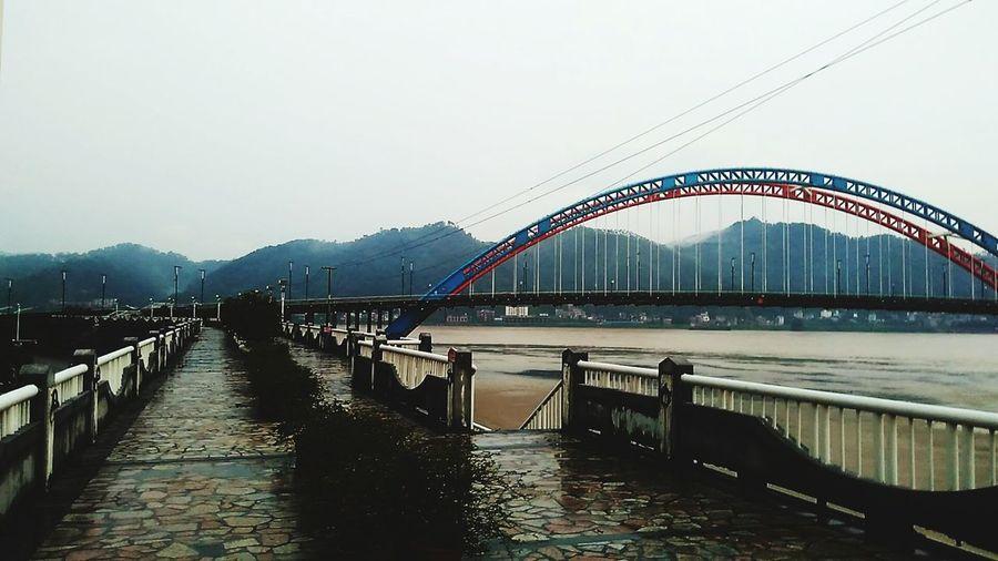 河堤我感到无聊,我发现河堤可以拍无数的照无数的角度 。coolcool。。