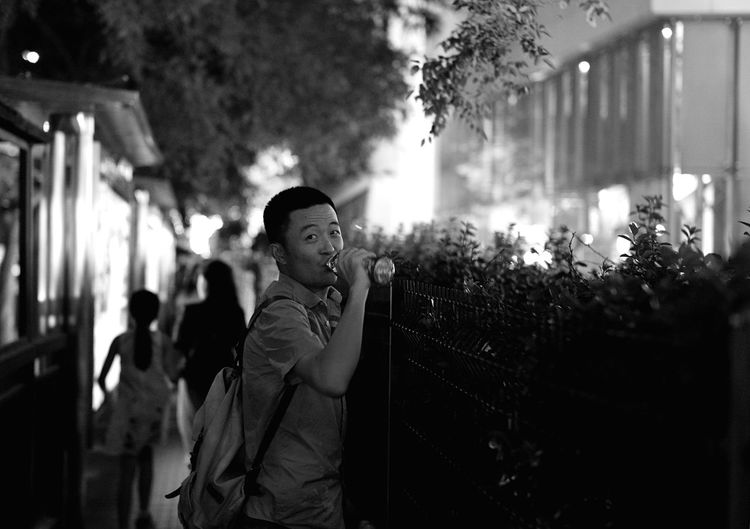 MR.L EyeEm Lifestyles Looking At Camera Enjoyment Streetphotography EyeEm Best Shots Leicacamera Capture The Moment Leicam Nightphotography Light And Shadow Beijing