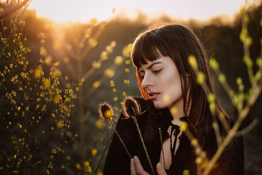 One Person Nature Plant Young Adult Headshot Young Women Portrait Adult Beauty Women Sunlight Field Land Looking Beautiful Woman Beauty In Nature Hairstyle Leisure Activity Outdoors Contemplation