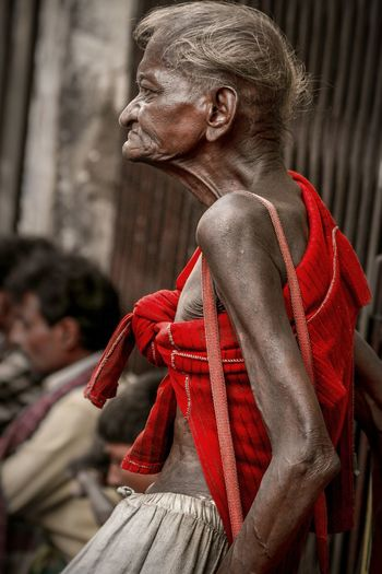 The art of begging Street Scene EyeEmNewHere EyeEm Best Shots EyeEm Selects India Old Man Beggar Red Wrinkled Portrait Photography Portrait Of A Man  Portraits Of EyeEm Street Photography Streetphotography Skinny Begging City Red City Street Pedestrian This Is Strength Capture Tomorrow