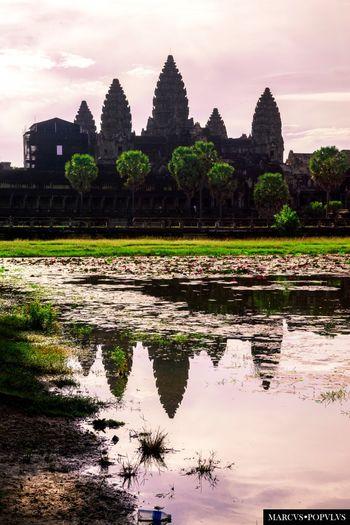 Título: Angkor Wat. Autor: Marcus Populus. Lugar: Angkor Wat (Cambodia) Cámara: SONY SLT A65V Punto F: f/9 Tiempo de exposición: 1/400s Velocidad ISO: 100 Distancia focal: 40mm Ancient Ancient Civilization Architecture History Old Ruin Spirituality Travel Destinations Water