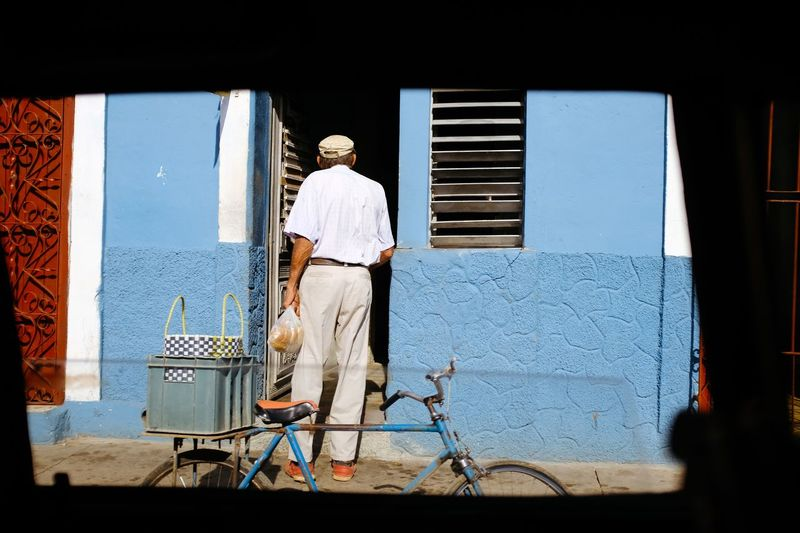 Cuba Cuba Bicycle Transportation Men Real People Architecture Built Structure Only Men Day One Man Only City One Person Adult Outdoors Adults Only People