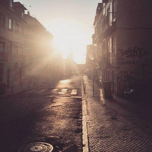 Here comes the Sun.... Luz Lisboa Sunrises Sunny Lisbon Tejo Downhill Igerslisboa Wu_portugal Street Lx