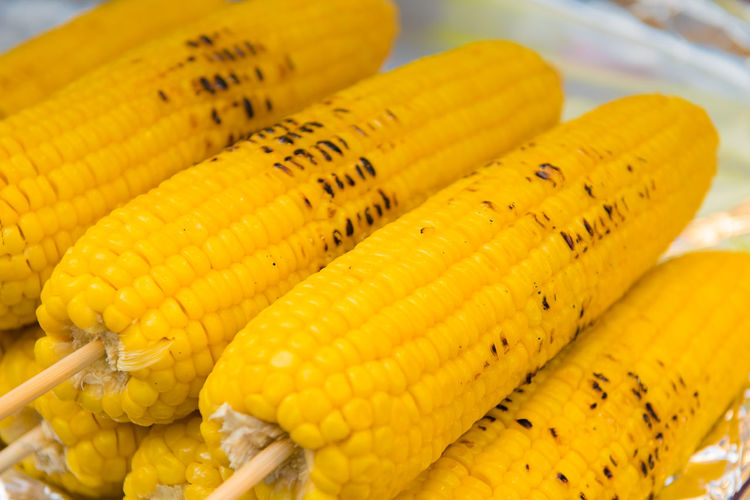 Close-up Corn Corn On The Cob Day Focus On Foreground Food Food And Drink For Sale Freshness Healthy Eating High Angle View Indoors  Market No People Retail  Still Life Sweetcorn Vegetable Vegetarian Food Wellbeing Yellow