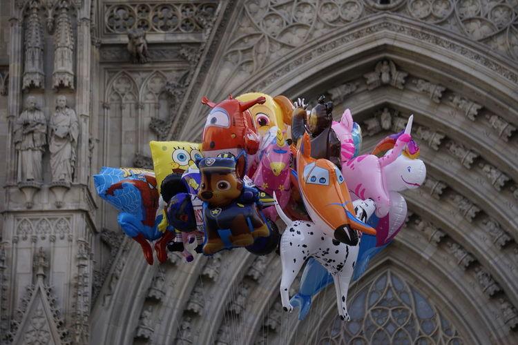 Tots a la Catedral de Barcelona Creativity Art And Craft Representation Globos Niños Catedral Barcelona Personajes Infantiles Dibujos Animados