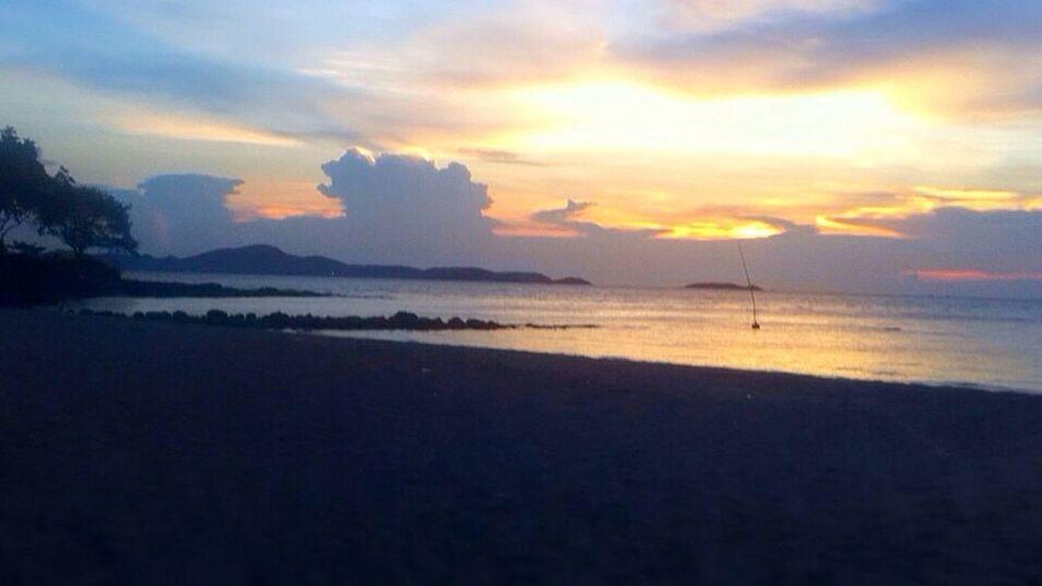 Enjoying Life Holliday Inn Hotel Taking Photos Hello World Relaxing Thailand beach beauty . Evening.