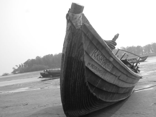 trying with black and white...Photography Showcase: January Untold Stories Photos Around You The Beach  Untold Story Mypointofview Indian India Nature Beach Boat Close Up Black And White Photography Black And White Black & White Blackandwhite Black And White Nature Black And White Beach Black And White Boat