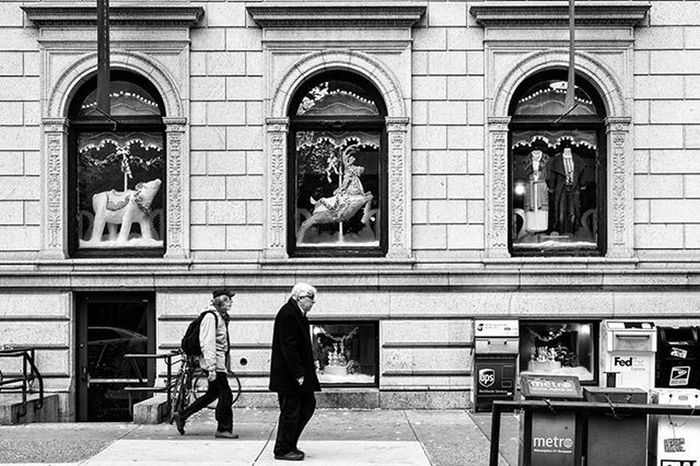 The Season is Up on Top Us Street Streetphotography Streetdreamsmag Philadelphia Philly Igers_philly Igers_philly_street Phillyprimeshots Savephilly Whyilovephilly Citylife Citystreets Peopledelphia Howphillyseesphilly Blackandwhite Bnw_life Bnw_planet Bnw_magazine Bnw_city Bnw_captures Bnw Bw Rustlord_street Rustlord_bnw Rsa_streetview rsa_bnw ig_contrast_bnw potd_streetlife ig_photooftheday IWalkedThisStreet