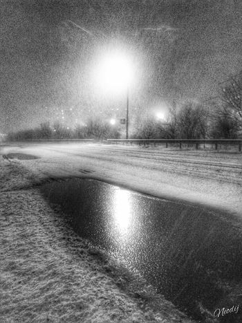 Hello World First_snow Black And White Blackandwhite Photography Blackandwhite Eyeem Black And White Reflection Enjoying The View Winter B&w Street Photography My Best Photo 2015