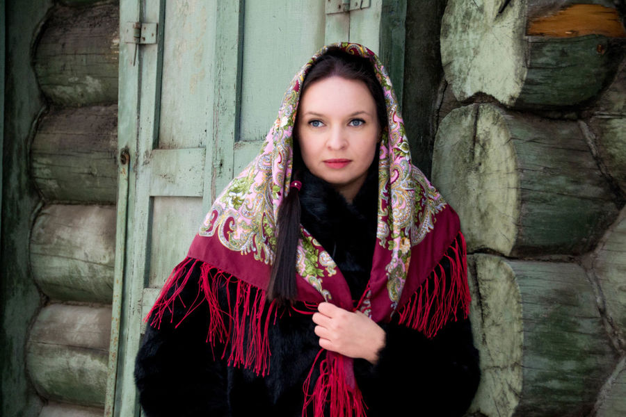 Portrait One Person Adult Only Women One Woman Only Young Adult Beautiful Woman Young Women Estilo Ruso Russian Style Chica Rusa Mujer Rusa Guapa Winter Beautyful  Russian Woman Russian Girl Siberia Russia Scarf Beauty Pañuelo Retrato