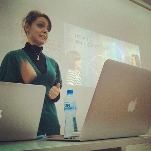 Краси презентира пред групата на Brand Management Factory.