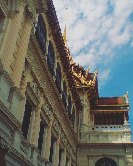 พระที่นั่งดุสิตมหาปราสาท พระบรมมหาราชวัง พระที่นั่งดุสิตมหาปราสาท Reviewthailand Grandplace Thaistagram BKK Thailand Thailand🇹🇭 Travel Sky