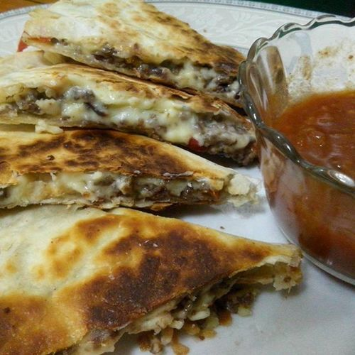 Philly cheesesteak quesadilla with tomato salsa for Friday night. ☺🍅 MelsKitchen HomecookedGoodness HappyTummy PinayFoodie LivingSolo Iloveweekends