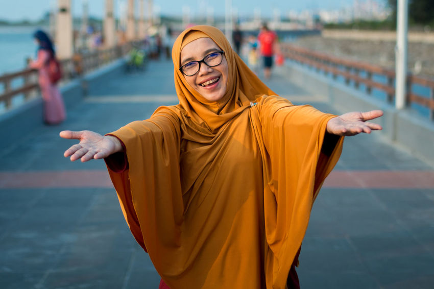 Ibuk Hanging Out Happy Ladies Casual Clothing Hang Out Happiness Outdoors People Portrait Smile Smiling Wife