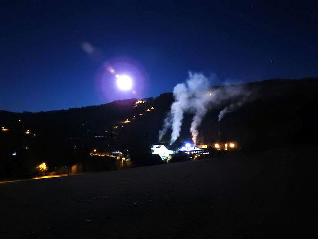 Emba Erupting Luna Moon Měsíc Nature Night No People Outdoors Sky Smoke - Physical Structure úplněk