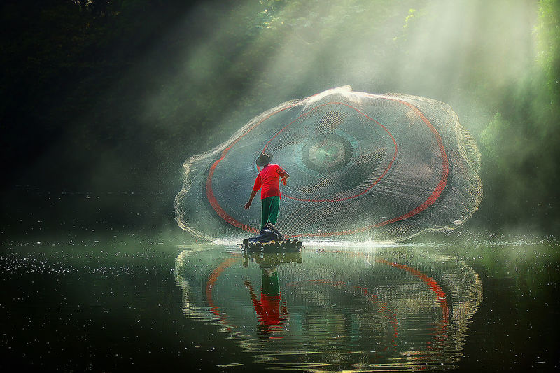 catching fish with net Lake Light Golden Hour The Creative - 2018 EyeEm Awards Morning Fog Rays Of Light The Photojournalist - 2018 EyeEm Awards Water Backgrounds Drop Spraying
