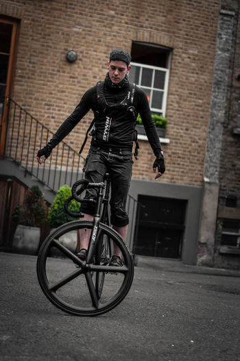 Adult Architecture Bicycle Bikers Building Exterior Built Structure Carbon Carbon Wheels City Day Fixed Beers Fixie Front View Full Length Leisure Activity Lifestyles Men Mid Adult Motion One Man Only One Person Outdoors Real People Sport Young Adult