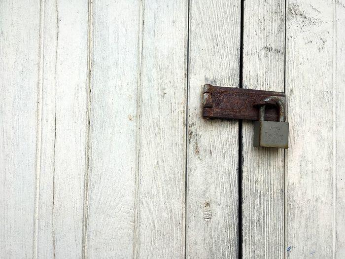 🔐 Lock Wood -