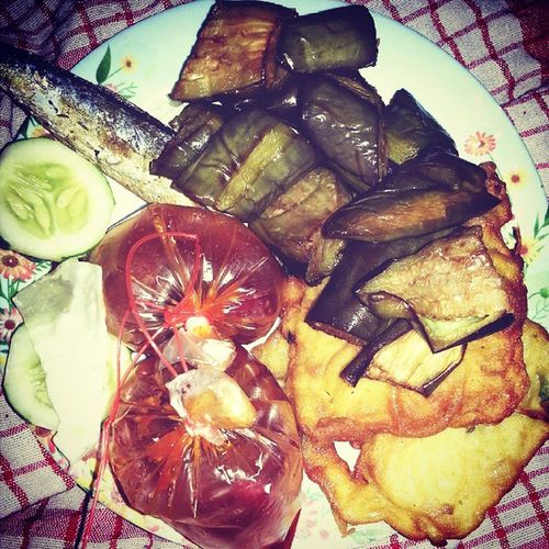lekkkeeerr ... nomnom... Instafood Indonesian Culinary Tempemendoan Teronggoreng Ikanasin Sambelterasi Delicious